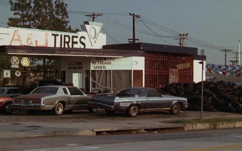 Volkswagen Sign in Tango & Cash (1989)